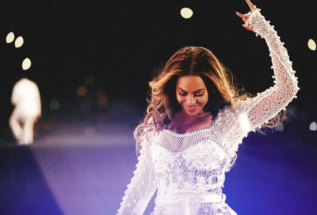 BEYONCÉ VISTIÓ BURBERRY PARA UNO DE SUS CONCIERTOS DE LA GIRA 'ON THE RUN II'