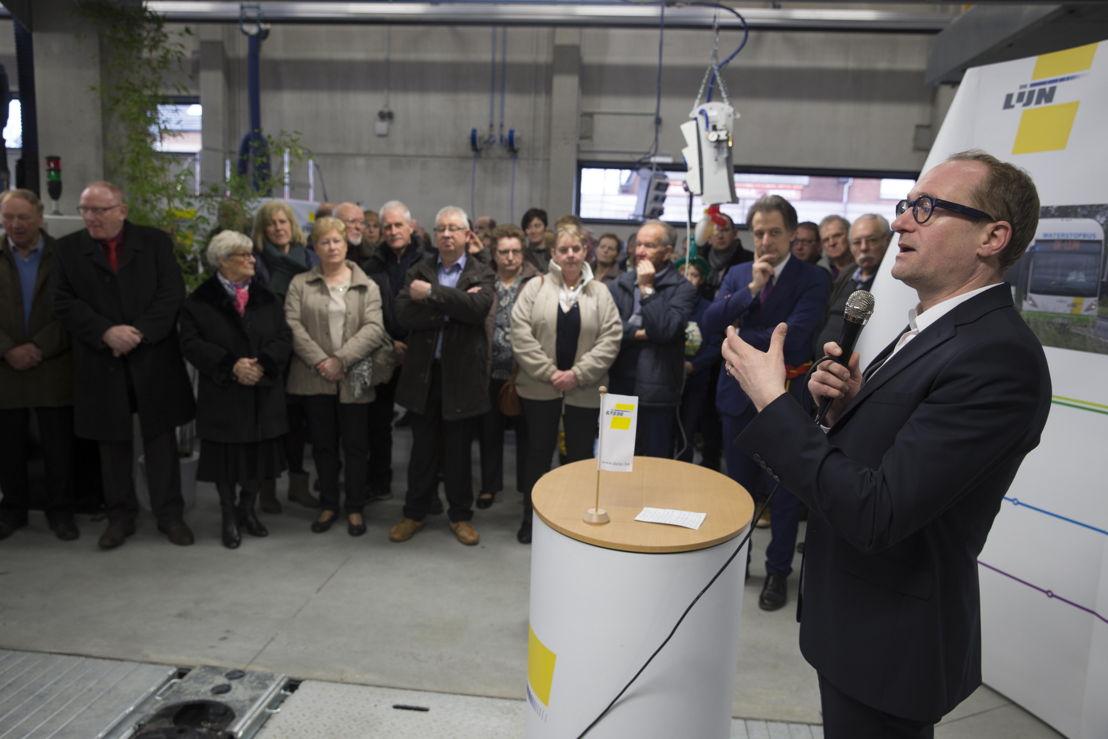 Vlaams minister van Mobiliteit Ben Weyts legt uit dat investeren in De Lijn belangrijk is