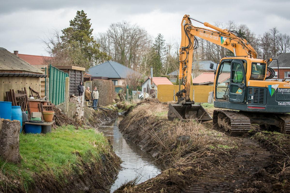 Foto: De ruimingswerken in de Grote Laak in Testelt