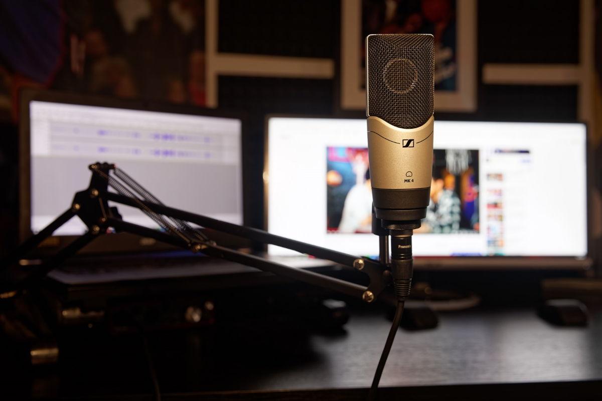 Zu den vielfältigen Content-Formaten von Bullshit TV zählt u.a. auch ein Podcast, für den C-BAS auf das Sennheiser MK 4 setzt