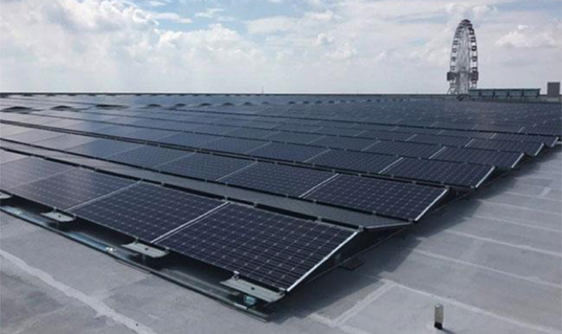 Los paneles solares Panasonic HIT iluminan el centro comercial Aeon Mall Jakarta Garden City, en Indonesia