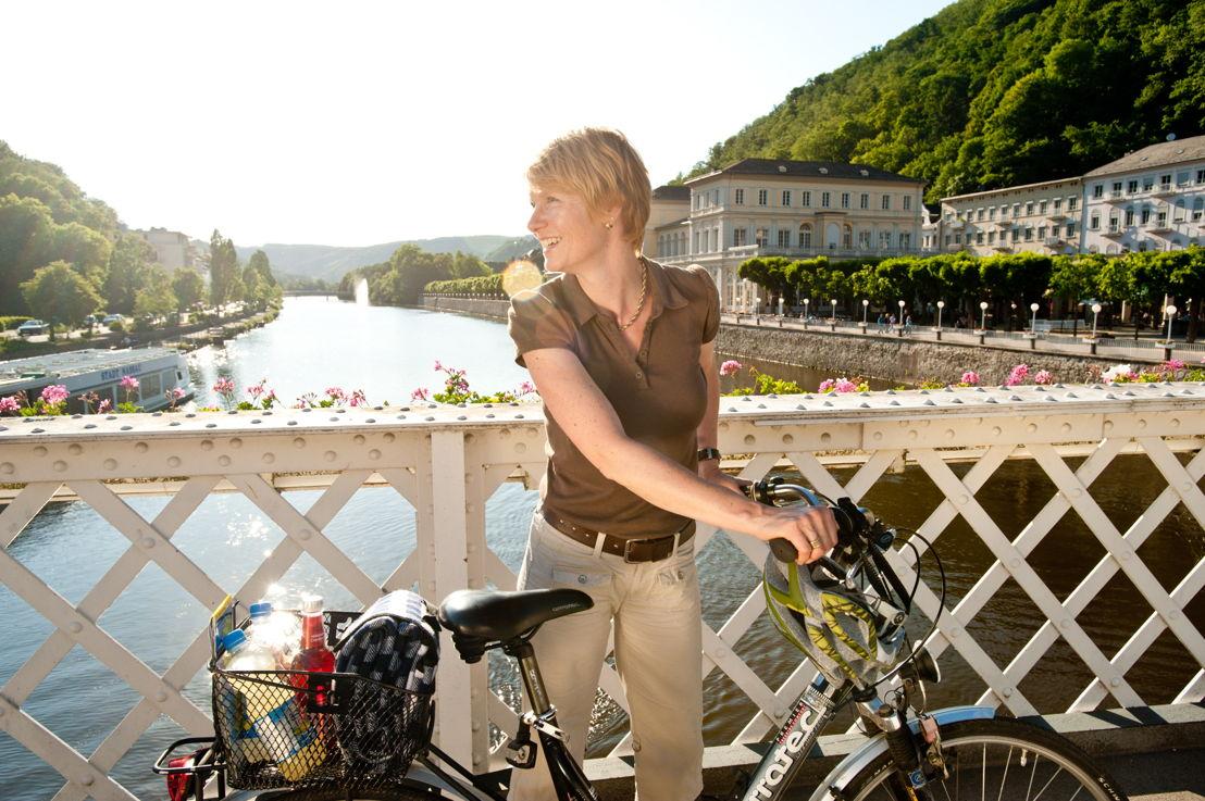Fietser op Lahn-brug in Bad Ems (c) Dominik Ketz