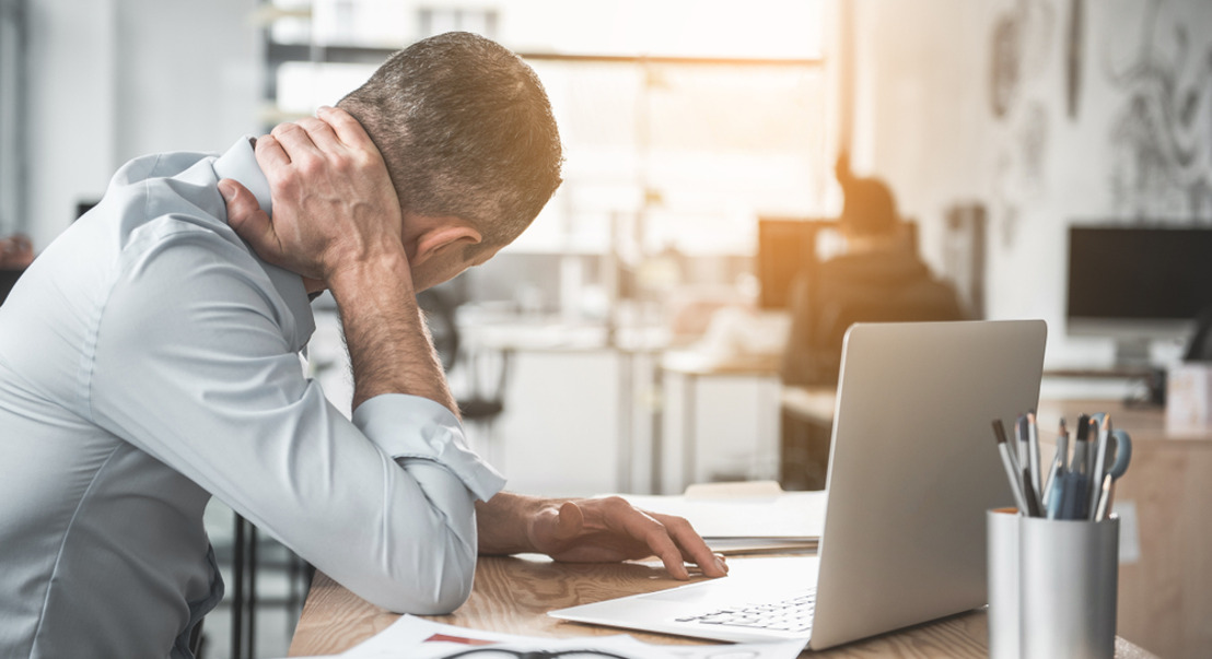 Afwezigheid door fysieke klachten kost werkgever jaarlijks gemiddeld 3.159 euro per bediende
