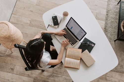 Nouvel emploi : les femmes travaillent deux fois plus à temps partiel que les hommes