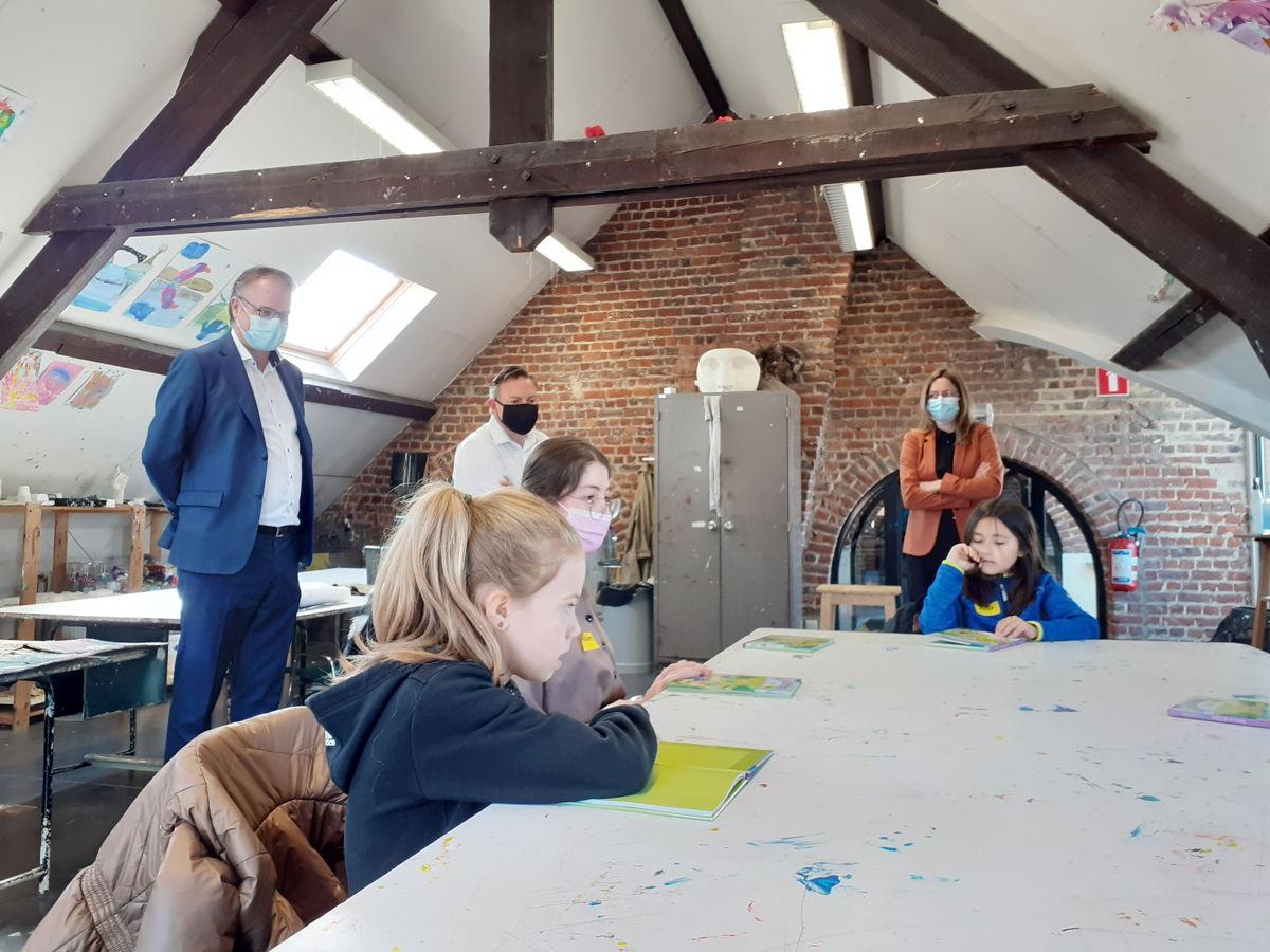 Foto: Leeshelden in actie in bib van St.-Pieters-Leeuw