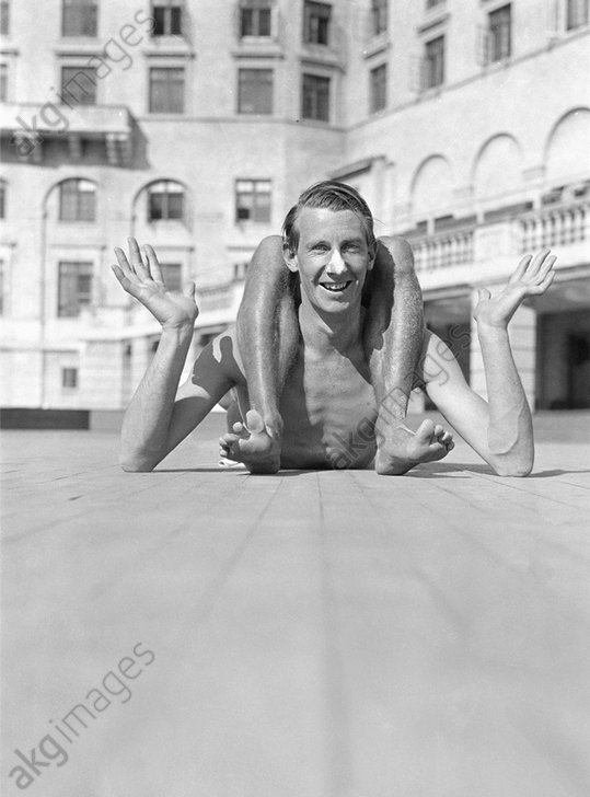 Man (George Mann) pretending to be contortionist at the seaside. Photo, 1931.<br/>AKG1046044