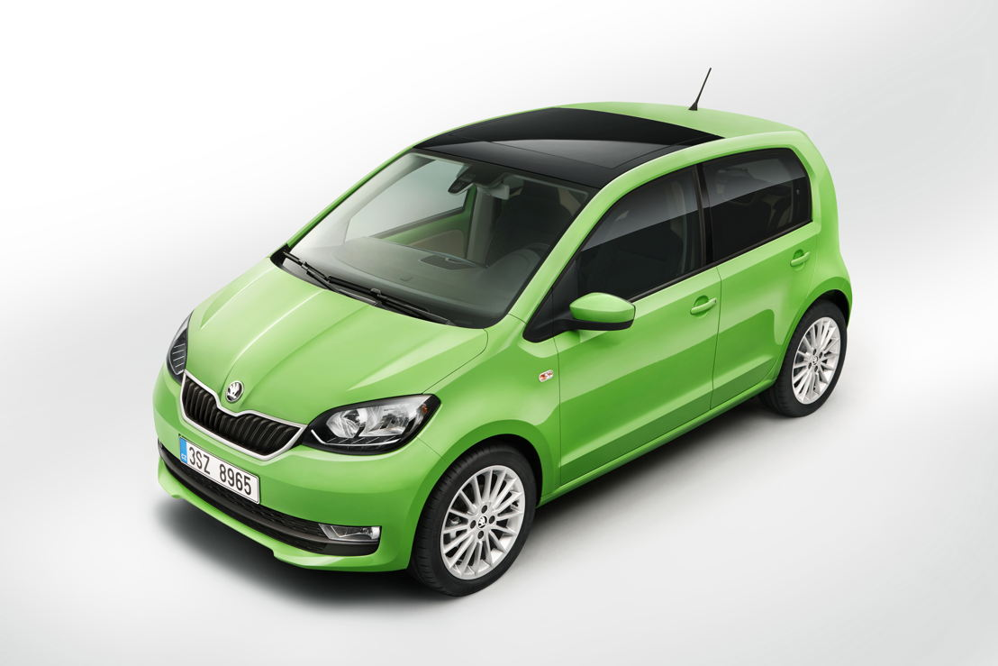 The newly designed 15-inch alloy wheels and the Kiwi Green body colour contribute to the new, fresh look.