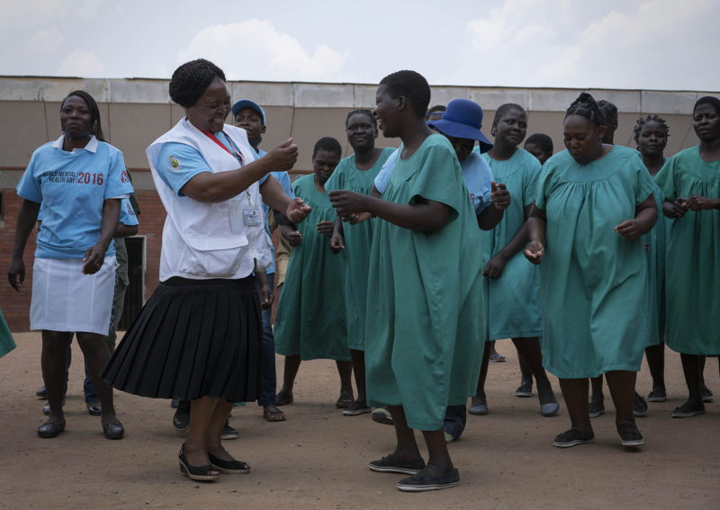 MSF and Ministry of Health and Child Care staff dance with patients at Mental Heath Commemoration Day ceremony in prison. As part of the celebrations, mental health patients from Chikurubi Prison in Harare, Zimbabwe, performed testimonies with spoken word poetry, dancing and theatre performances.  Rachel Corner/De Beeldunie