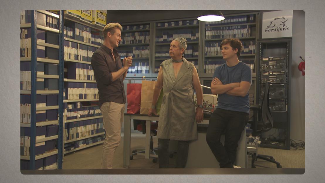 Jani brengt bezoekje aan het archief van 't Is gebeurd