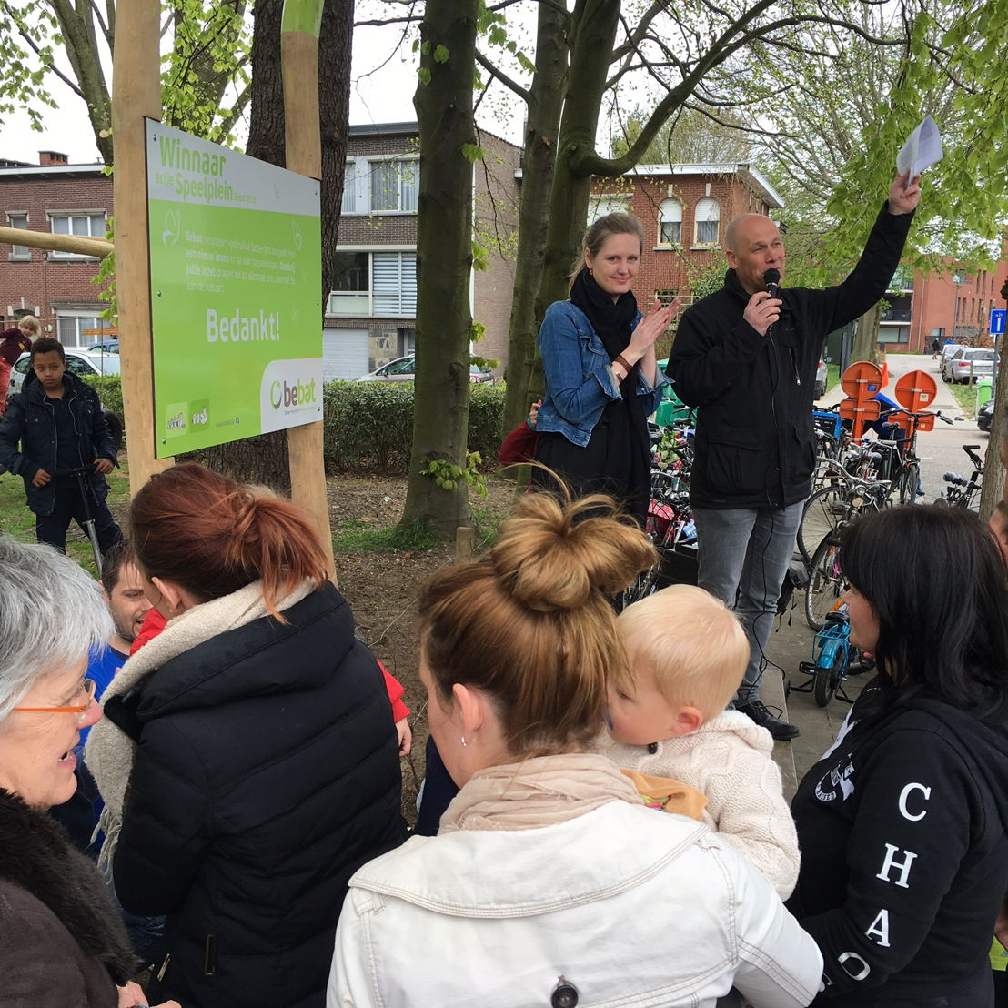 Nele Peeters, marketing manager Bebat en Kristof Van de Velde, Schepen van jeugd, verenigingen en onderwijs Borsbeek