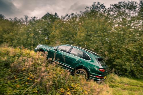 BENTAYGA V8 PROCLAIMED LUXURY SUV OF THE YEAR