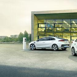 Hyundai combine le meilleur de deux mondes avec la Ioniq Plug-In Hybrid (PHEV)