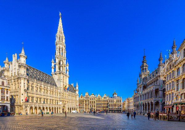Preview: Unieke afstudeerceremonie ULB en VUB op Grote Markt van Brussel