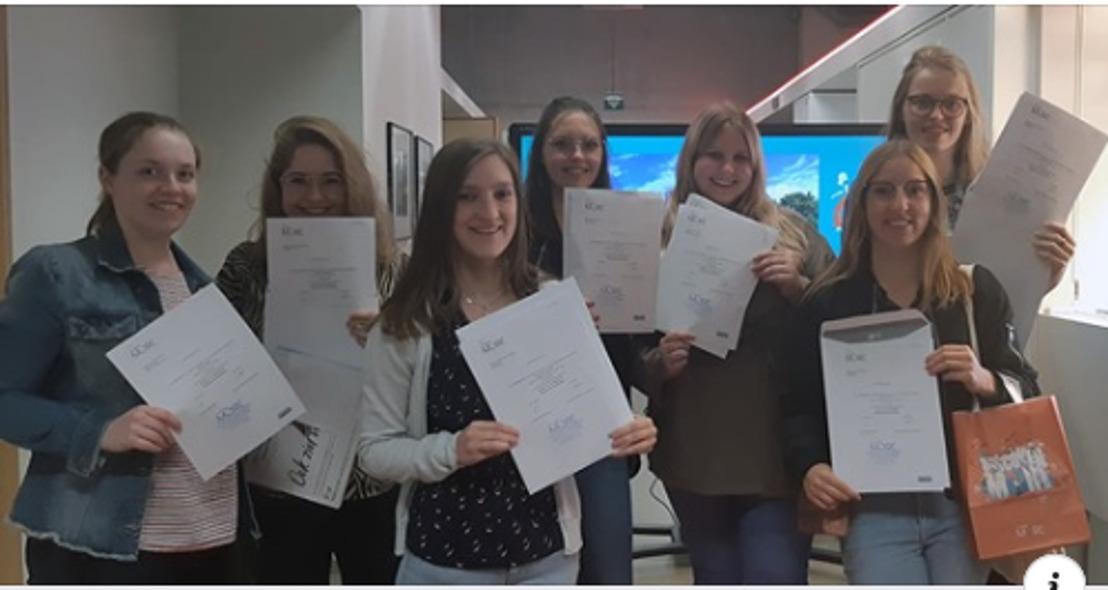 Studenten Verpleegkunde vieren diploma bij Mechelse horeca