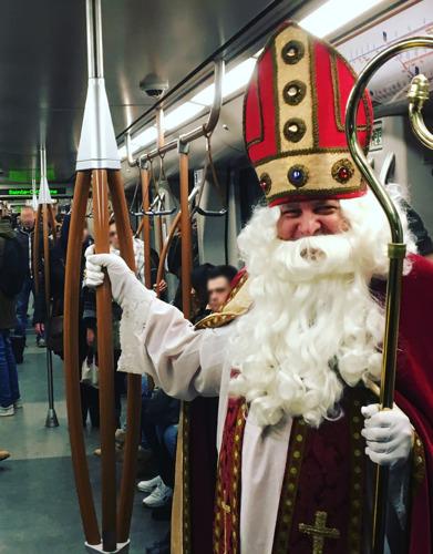 Saint-Nicolas dans le métro