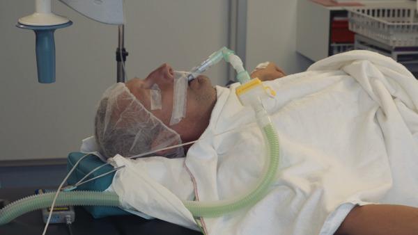 Preview: Noodlot slaat toe: Gert Verhulst ondergaat spoedoperatie voor laatste Battle