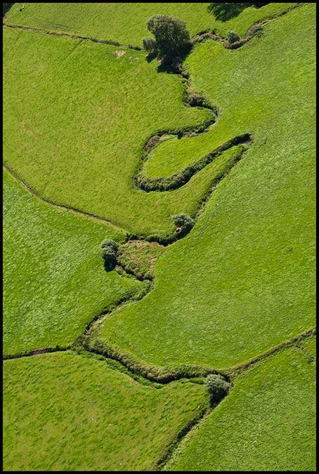 Verschillende instanties beheren de onbevaarbare waterlopen. De Provincie beheert de waterlopen 2de categorie buiten de polders en de wateringen.