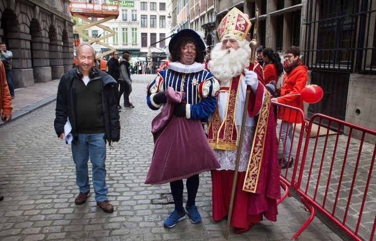 Sinterklaas, Zwarte Piet en Stijn Coninx op de set van Ay Ramon! - (c) VRT / Geert Van Hoeymissen
