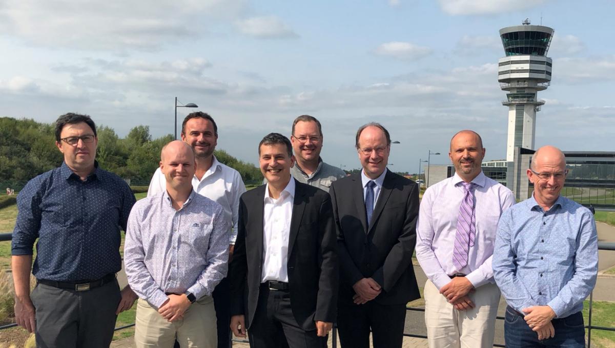 De MEDRONA-partners (van links naar rechts): Alex Shaposhnik (SABCA), Hendrik-Jan Van Der Gucht (Belgocontrol), Pieter Vandenbussche (Baloise), Mikael Shamim (Helicus), Jürgen Verstaen (Unifly), Jan Verelst (NSX), Steven Wille (SABCA) and Jean-Pierre De Muyt (Belgocontrol)