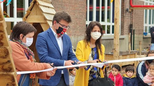 Minister Gatz opent twee nieuwe schoolspeelplaatsen