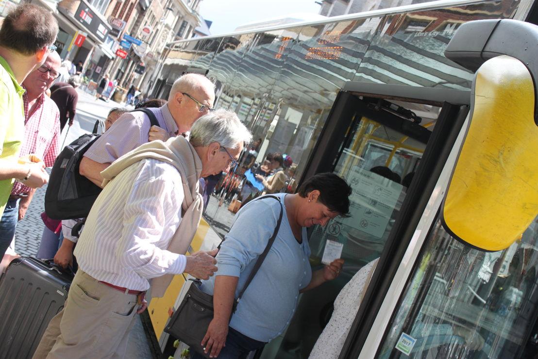 Opstappende reizigers in Leuven