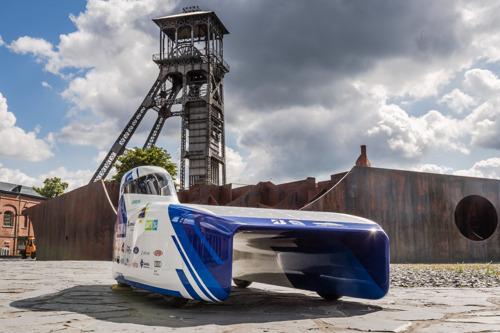 Belgisch Solar Team stelt trots hun nieuwste zonnewagen voor