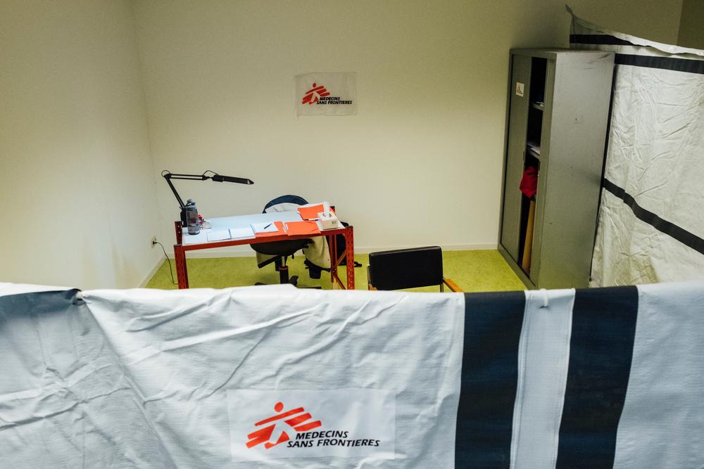Le bureau de MSF dans l'ancien espace du HUB pour les consultations en santé mentale.  © Bruno de Cock/ MSF