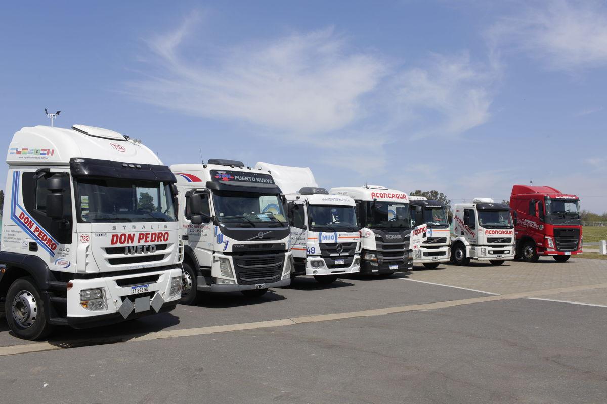 Parte de la flota de camiones utilizados para las evaluaciones de BIO 100 de FADEEAC.