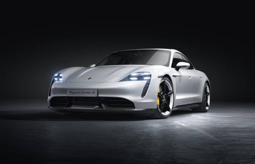 Nieuw voor de Porsche Taycan: Plug & Charge, Functions on Demand, Head-up display