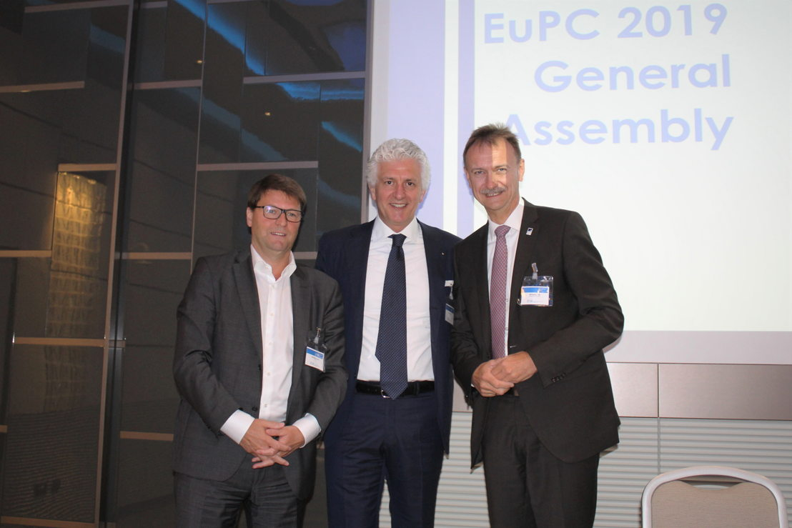 Newly elected EuPC President Renato Zelcher, Crocco, together with his predecessor Michael Kundel, Renolit (right) and EuPC Managing Director Alexandre Dangis (left)