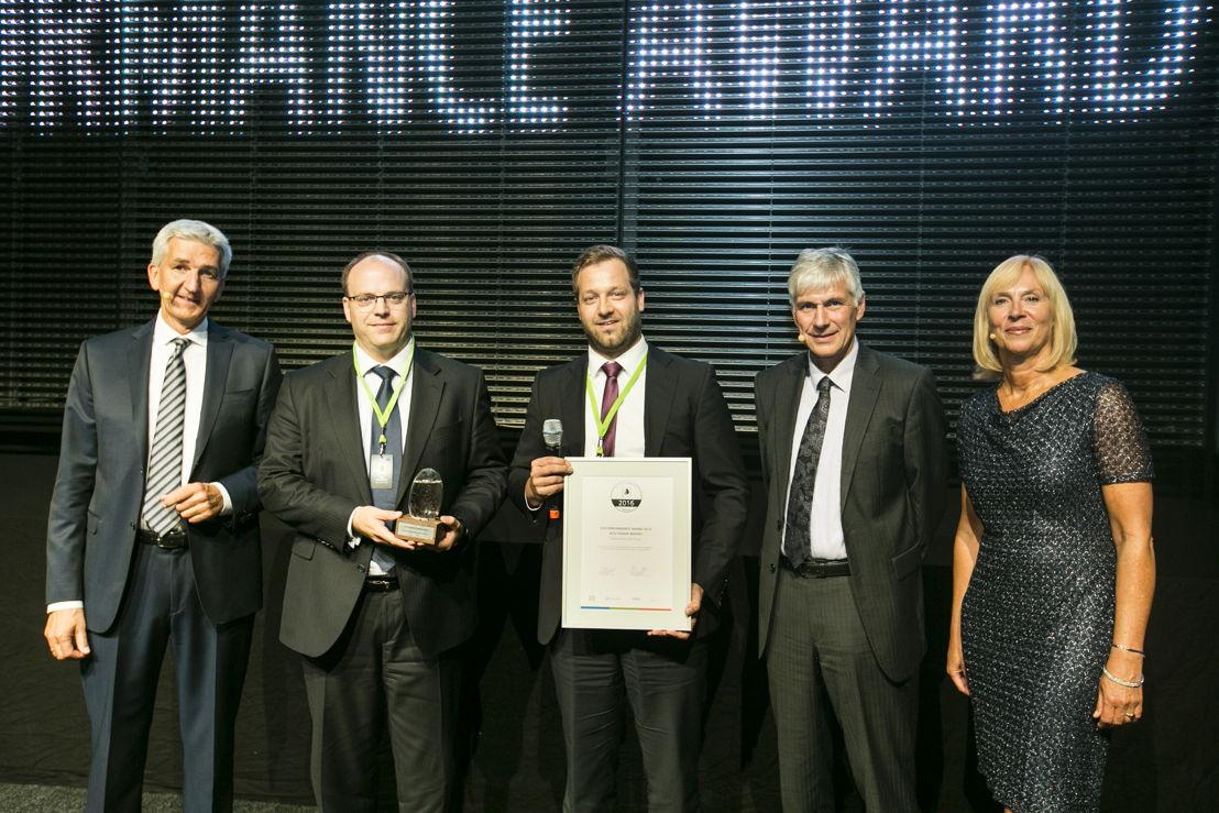 Eco Honor Award (Deutsche Post DHL, speciale onderscheiding)<br/>Dr. Alexander Hufnagl (DKV Euro Service), Win Neidlinger (Streetscooter), Achim Jüchter (Deutsche Post DHL), Prof. Wolfgang Stölzle (juryvoorzitter Eco Performance Award) en presentatrice Gaby Papenburg. (Foto DKV)