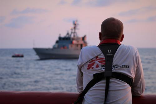 Vídeos desde el Ocean Viking: traslado de las personas rescatadas y declaraciones de la tripulación