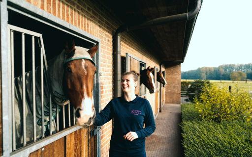 Zara studeerde Dierenzorg en werkt nu als dierenartsassistente