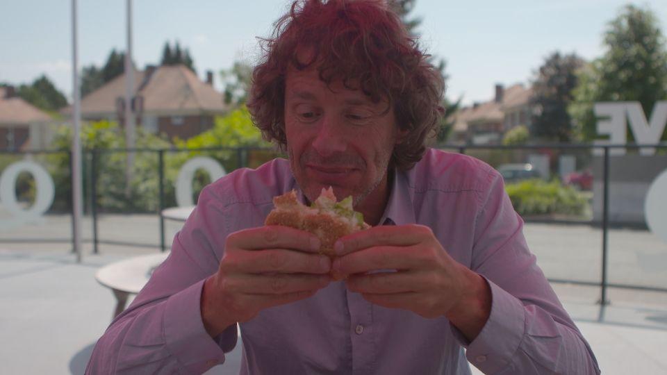 Dirk verandert gedurende twee weken van dieet om te zien wat er met zijn darmbacteriën gebeurt - (c) VRT - Storyrunner