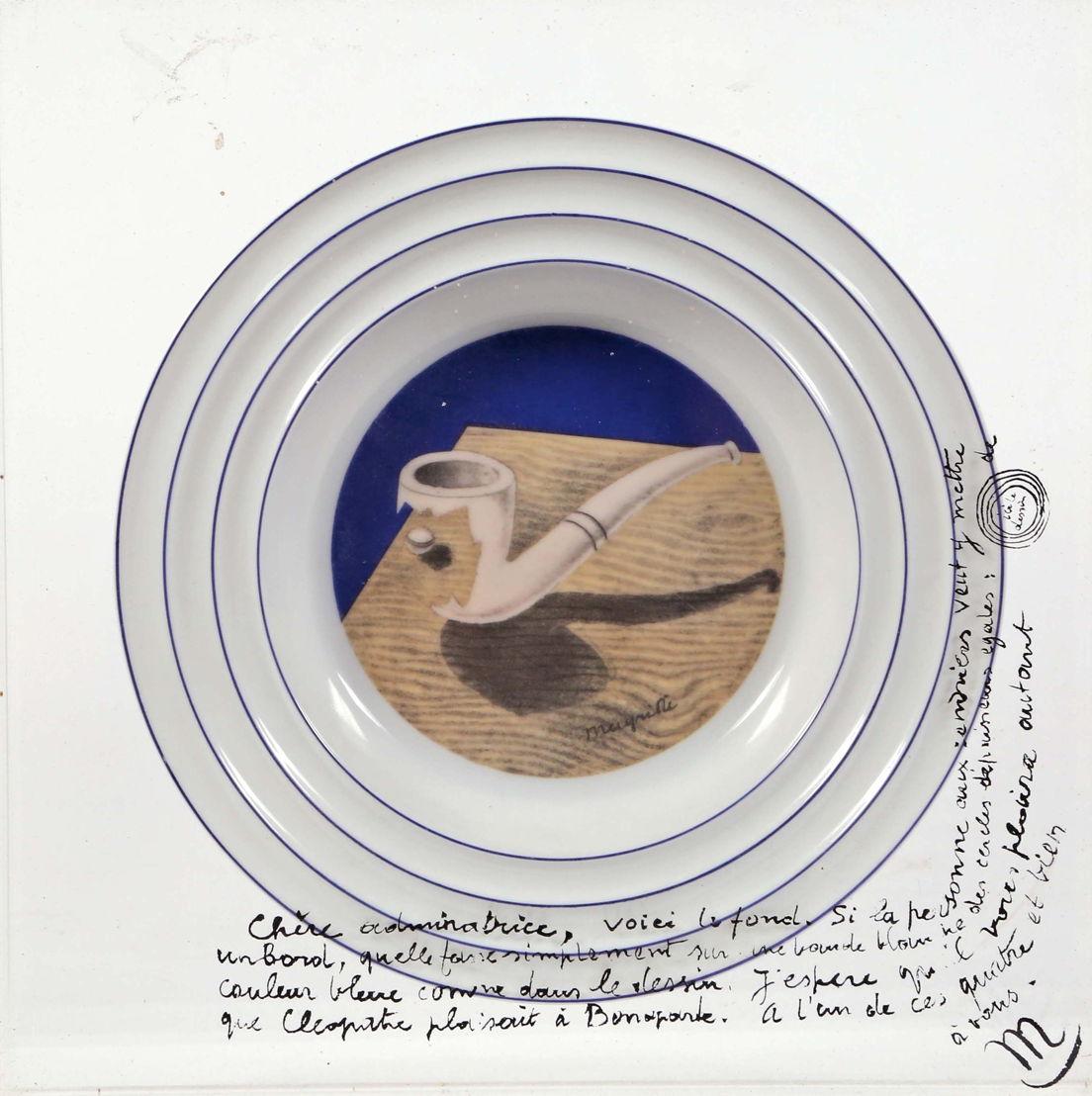 Asbak ontworpen door René Magritte