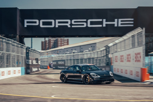 Grand finale of the Porsche Triple Demo Run in New York