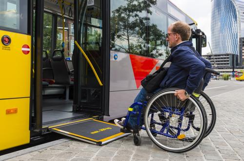 Aménagements d'arrêts PMR et nouveaux abribus : le TEC investit pour améliorer l'accessibilité et le confort de ses clients