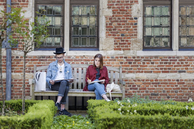 Drawing in the courtyard, photo: Ans Brys, Museum Plantin-Moretus