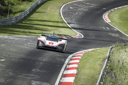 Best time on the Nürburgring-Nordschleife: Timo Bernhard beats six-minute mark