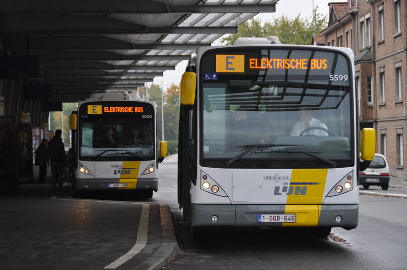 2 inductively charged, fully electric buses at the 't Zand square in Bruges.