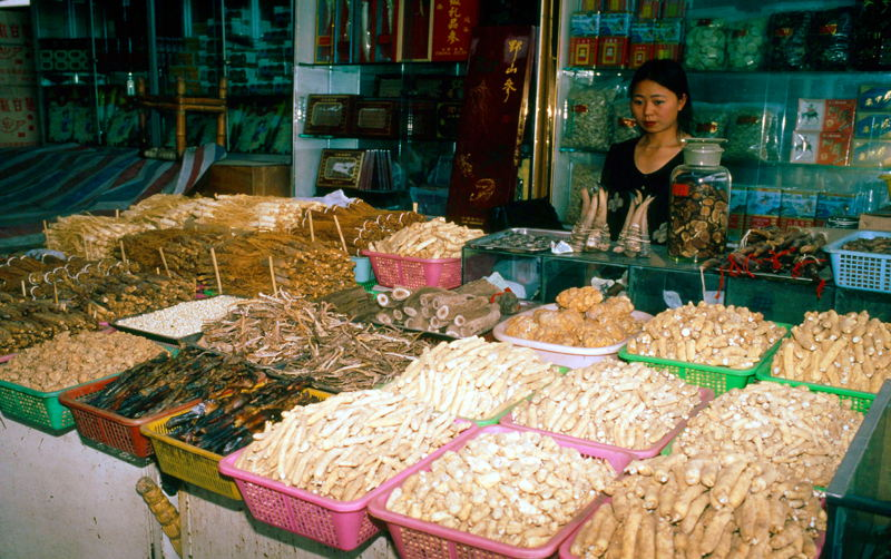 Marché chinois traditionnel © John E. Newby - WWF