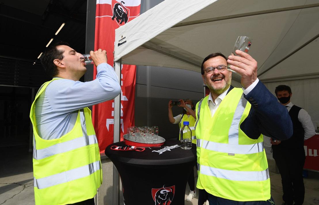 Luiks burgemeester Willy Demeyer bezoekt waterzuiveringsinstallatie in de Jupille brouwerij ter ere van wereldmilieudag