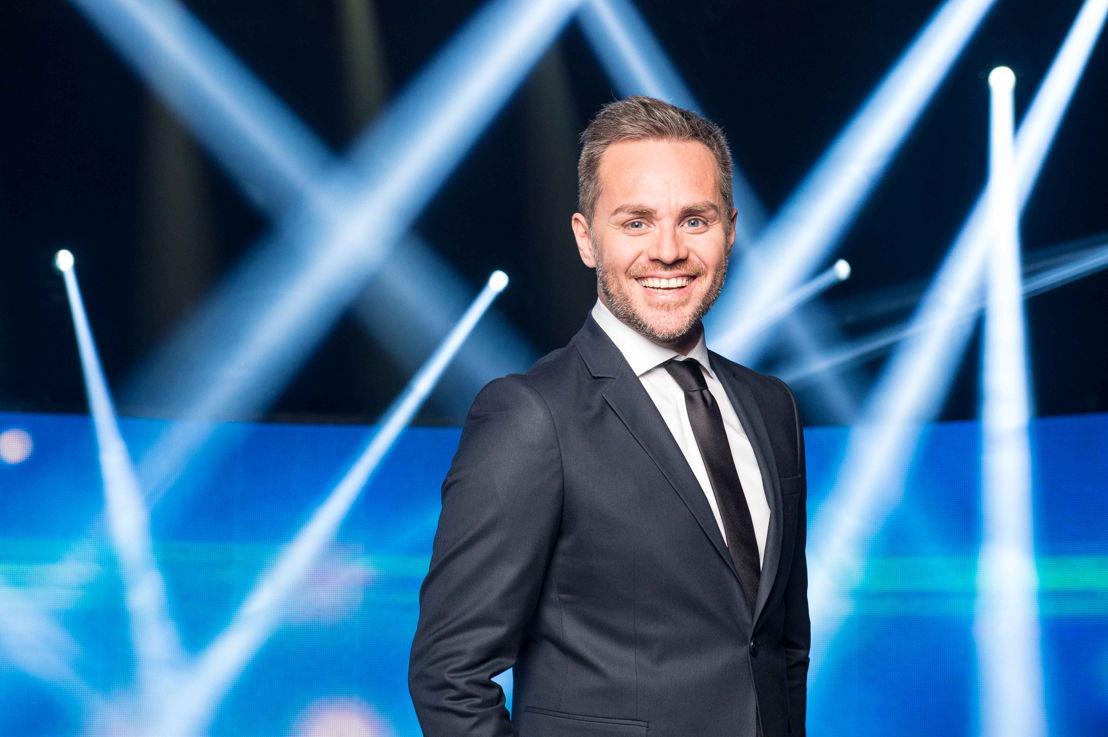 Gastheer Peter Van de Veire (c) VRT