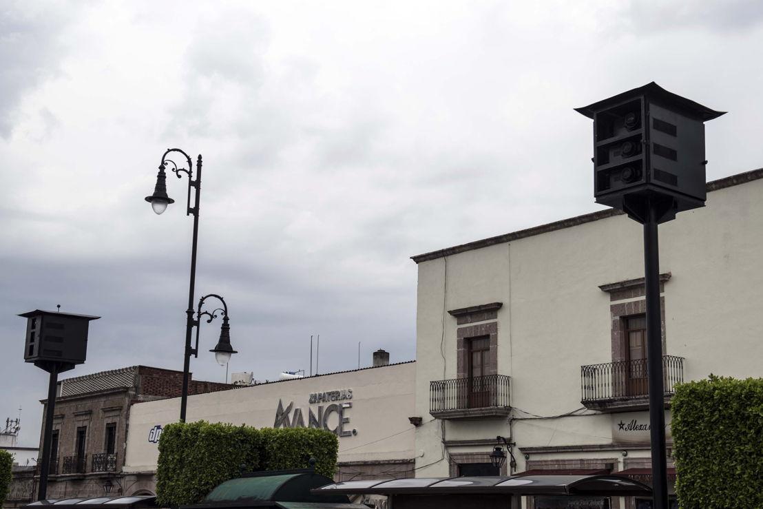 Proyectores Panasonic ubicados al otro extremo de la Plaza Valladolid
