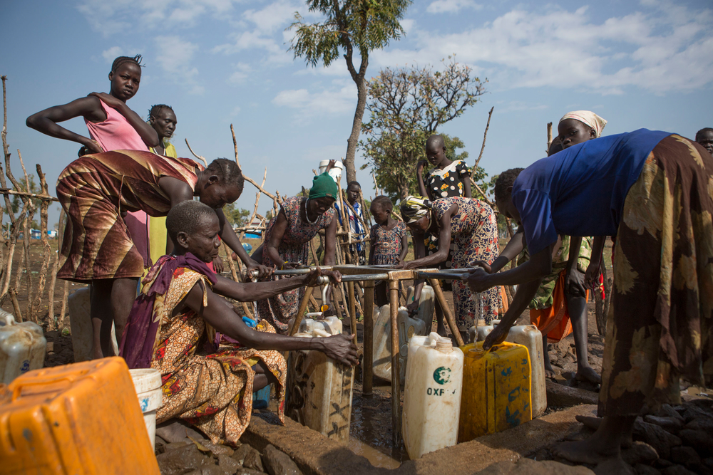 Women work to collect water in the Nguneyyiel refugee camp in the Gambella region of Ethiopia on 26 Nov 2017. Photographer: ZACHARIAS ABUBEKER