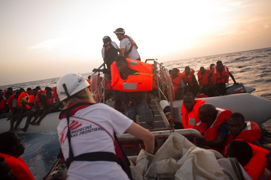 지중해에서 난민 구조 활동중인 국경없는의사회.  ⓒAndre Liohn
