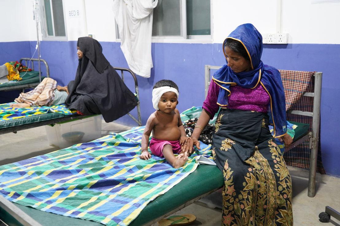 Kind met brandwonden in het Kutupalong ziekenhuis van AZG - (c) Dalila Mahdawi/AZG