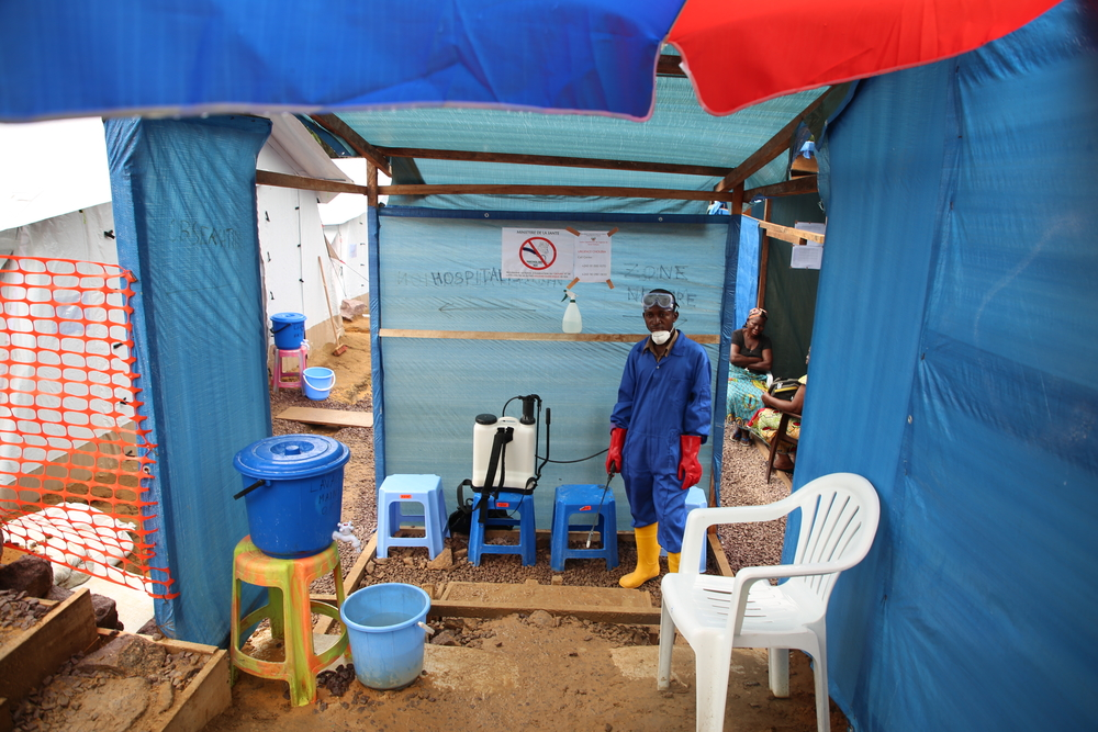Each time that someone enters or leave the Cholera treatment center, they have to wash hands with chlored water and to disinfect shoes, in order to avoid any transmission of the disease. Photographer: Carl Theunis/MSF
