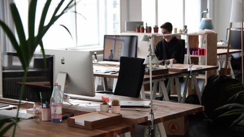 Kwart minder uren gepresteerd door arbeiders en 11% door bedienden in maart 2020