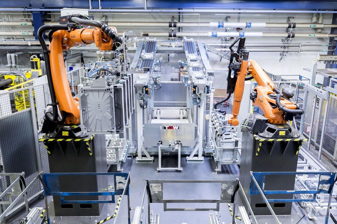 Two six-axle robots from TGW Robotics